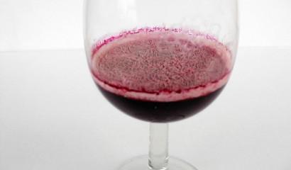 Fioretta sulla superficie del vino causata dai lieviti