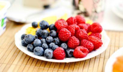 Elogio dei piccoli frutti: more, ribes, lamponi e mirtilli