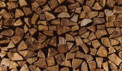 legna-spaccata-accatastata